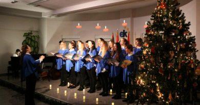 Nagy sikerű karácsonyi koncerttel mutatkozott be az Európa Kollégium énekkara