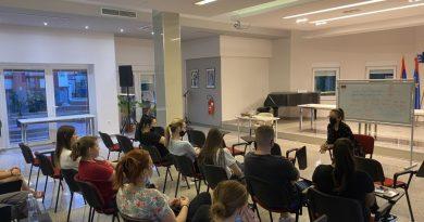 Pszichológus látta el tanácsokkal a szerb nyelvi felzárkóztató képzés résztvevőit
